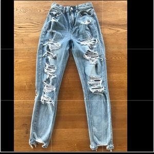 American Eagle - Ripped Mom Jeans - size 00